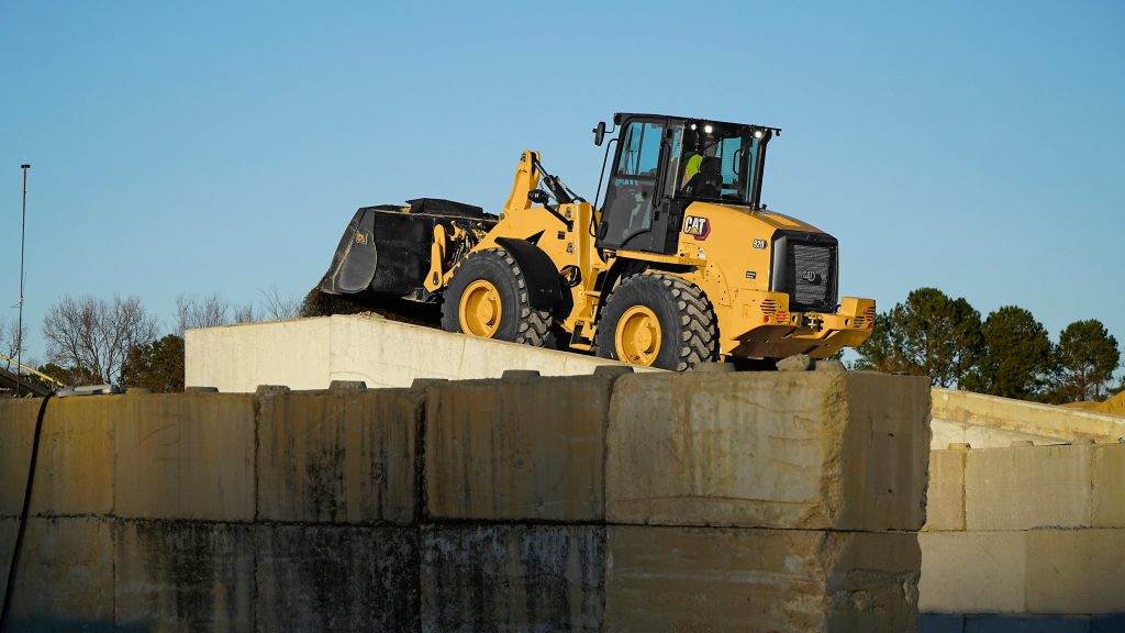 NEW CAT® 920 COMPACT WHEEL LOADER