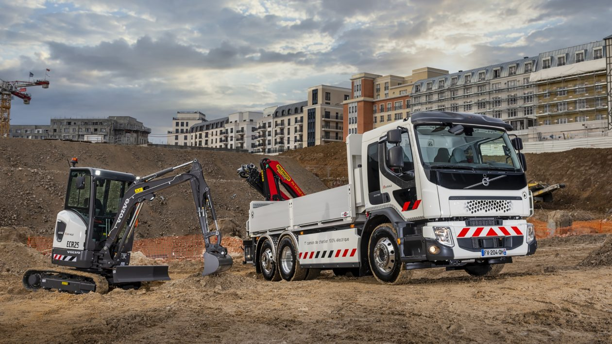 Eiffage has taken delivery of an all-electric Volvo FE Electric truck and a Volvo ECR25 Electric compact excavator